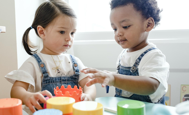 Torfs & DreamLand schenken elk €50.000 aan speelgoed het Kinderarmoedefonds