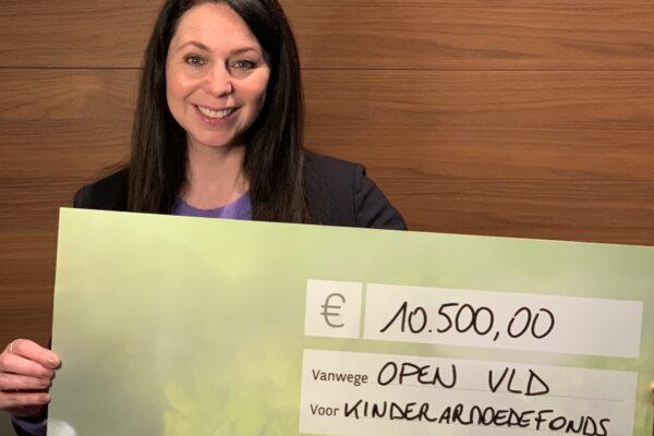 Verkoop aperoboxen voor de nieuwjaarsreceptie van Open VLD levert €10.500 op